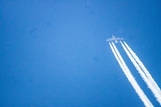 Самолет Airbus A380 на эшелоне