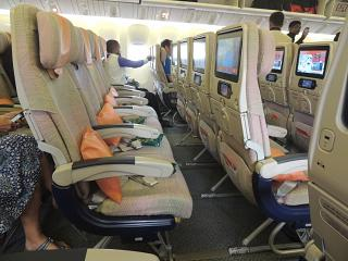 Экономичский класс в самолете Боинг-777-300 Emirates
