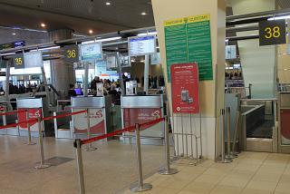 Стойки регистрации Уральских авиалиний в аэропорту Москва Домодедово