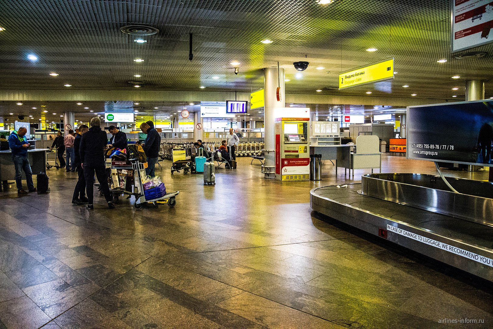 Зона выдачи багажа в терминале F аэропорта Шереметьево