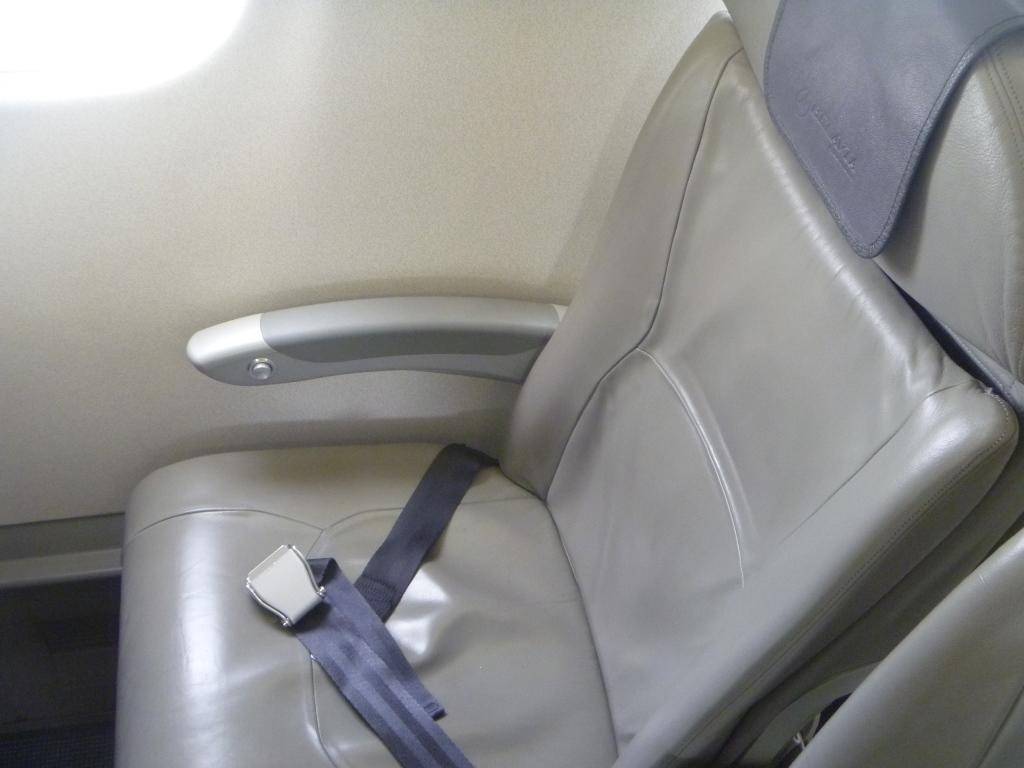 ������������ ������ � �������� Embraer 195 ������������ �������