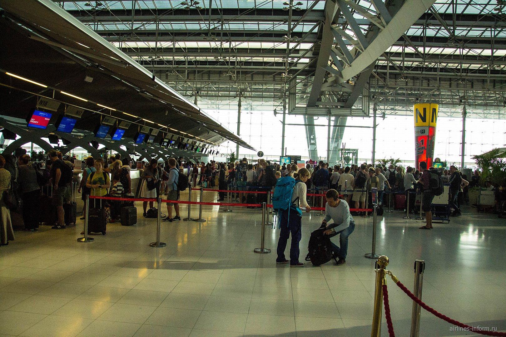 Стойки регистрации в аэропорту Бангкок Суварнабхуми