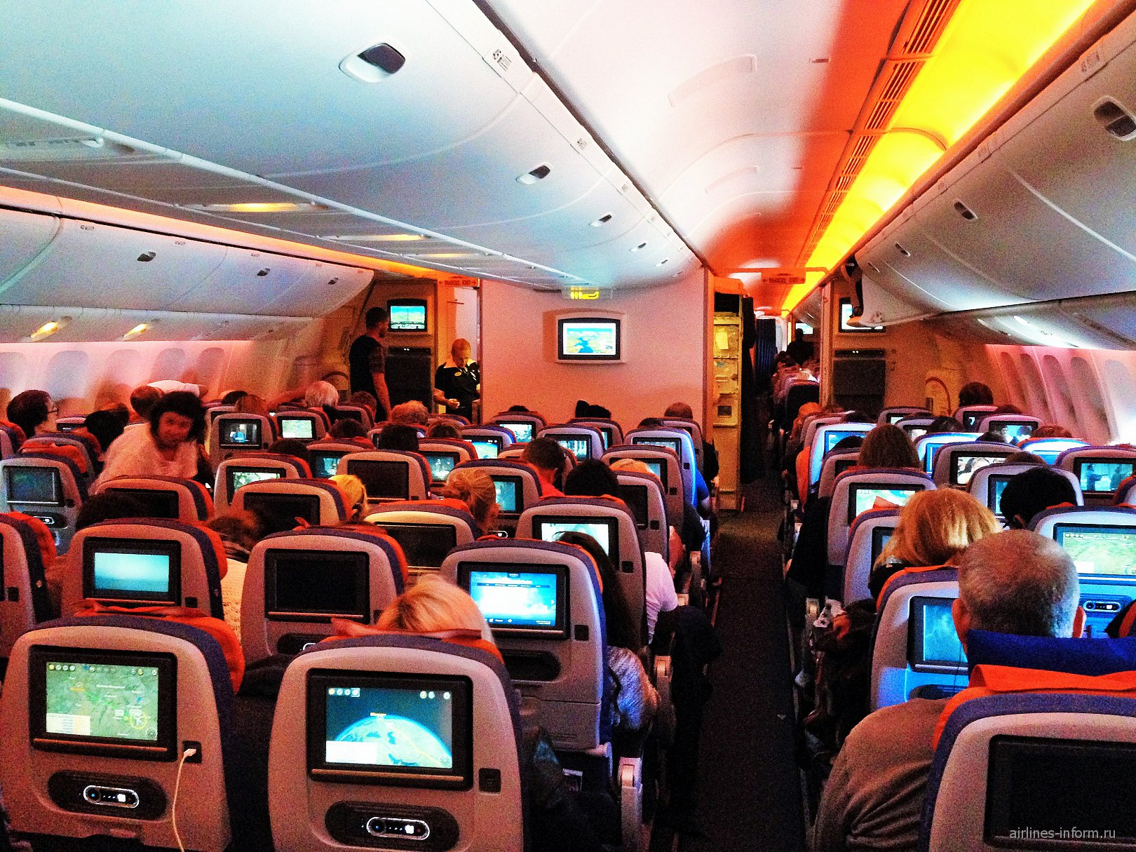 Салон эконом-класса в Боинге-777-300 Аэрофлота