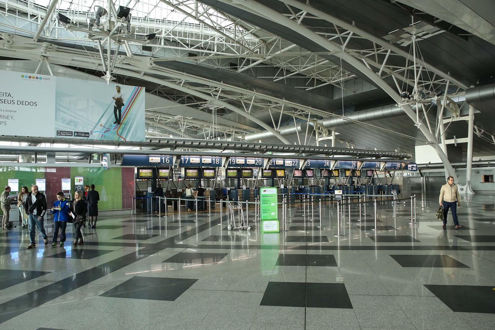 Стойки регистрации на рейсы в аэропорту Порту