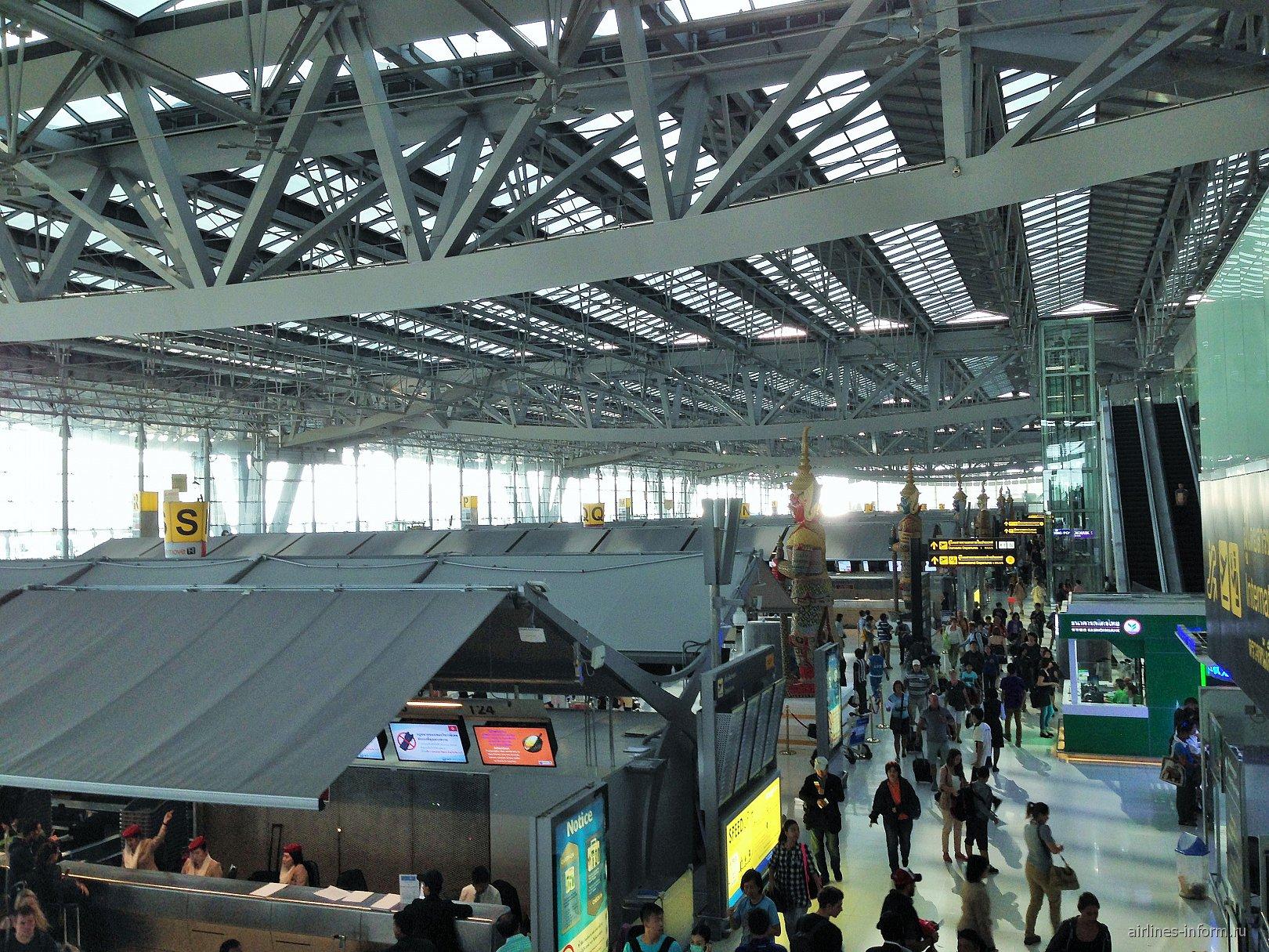 Зона регистрации пассажиров в аэропорту Бангкок Суварнабхуми