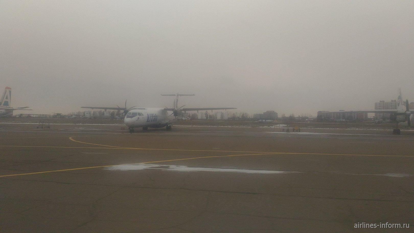 ATR-72 авиакомпании Ютэйр в аэропорту Иркутска