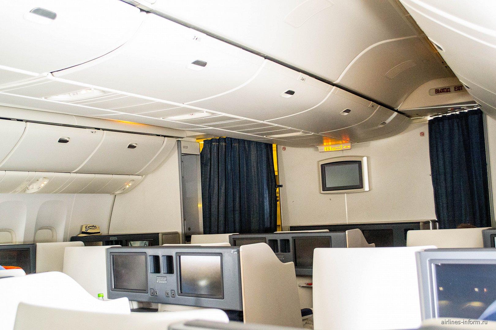 Салон бизнес-класса в Боинге-777-300 Аэрофлота