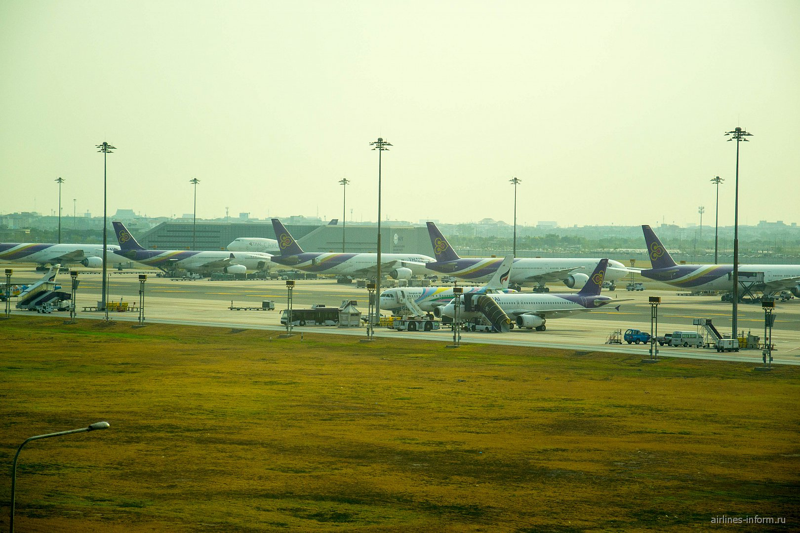 Перрон аэропорта Бангкок Суварнабхуми