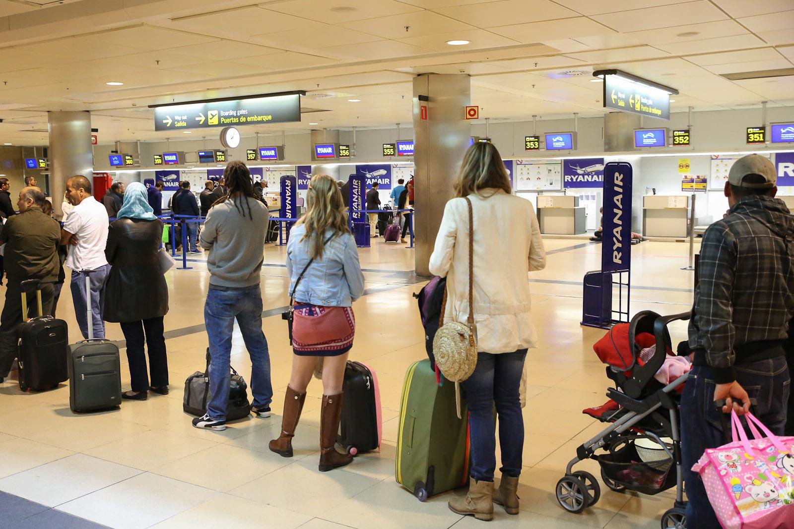 Регистрация на рейс авиакомпании Ryanair в аэропорту Мадрид Барахас