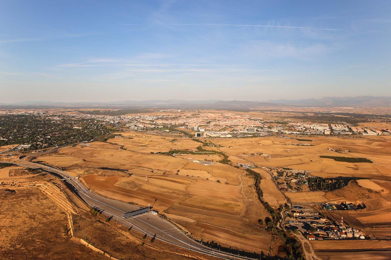 Вид на окрестности Мадрида при взлете из аэропорта Барахас