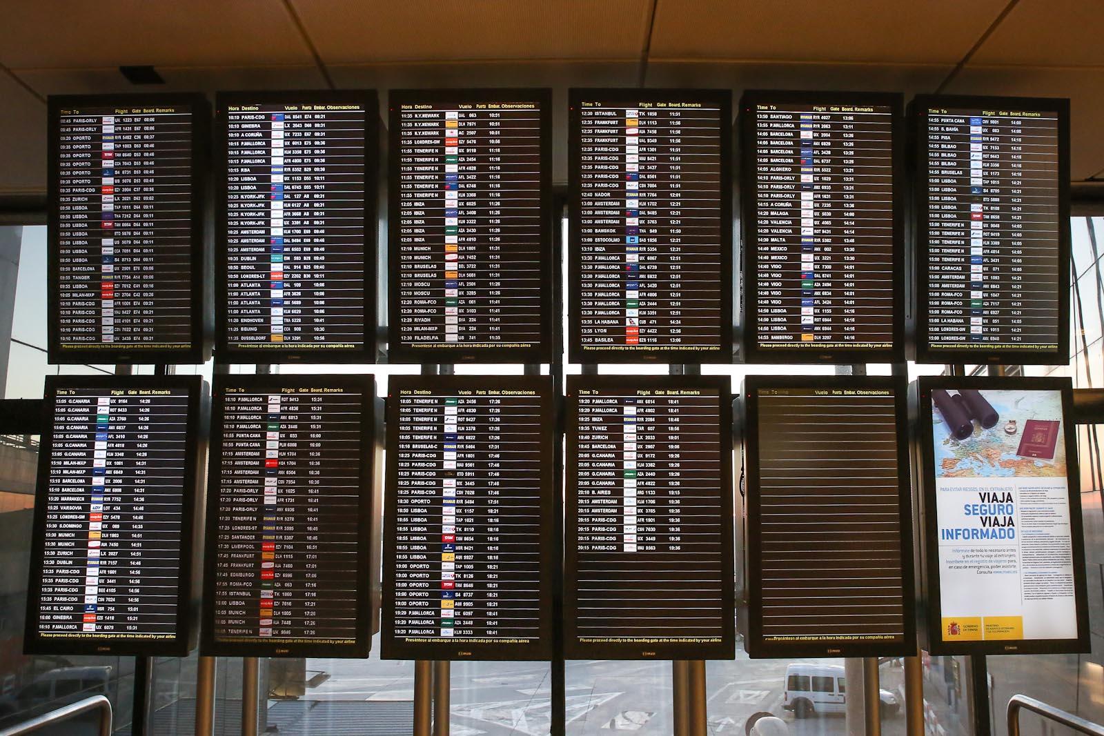 Табло аэропорта Барахас в Мадриде