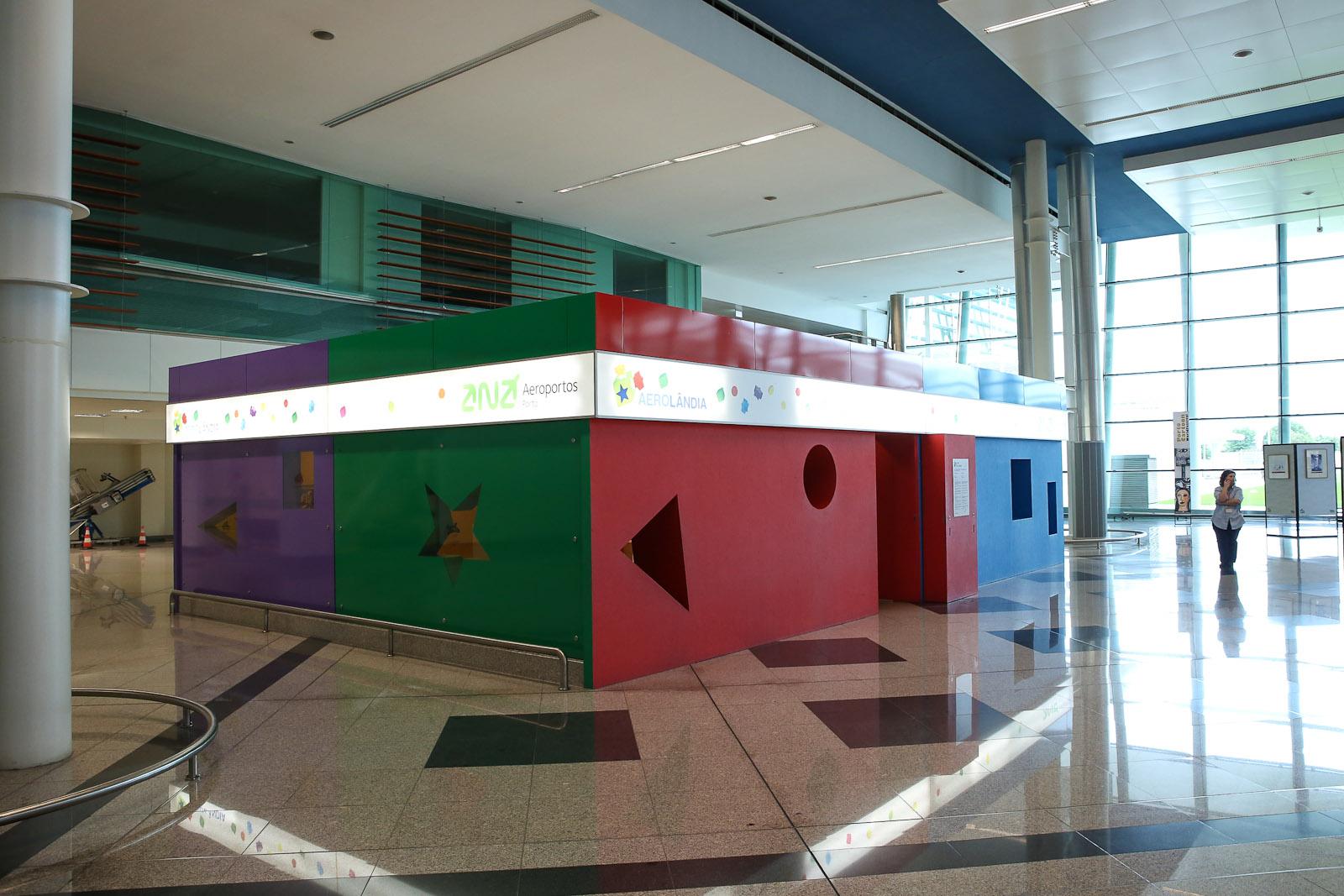 Детская игровая комната в аэропорту Порту