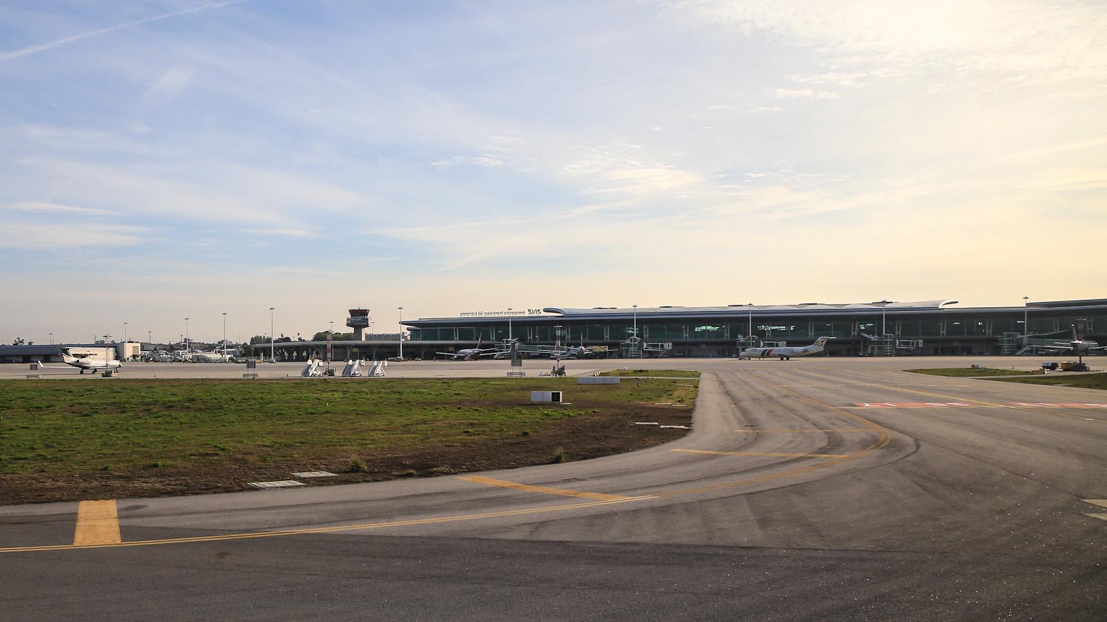 Перрон аэропорта города Порту