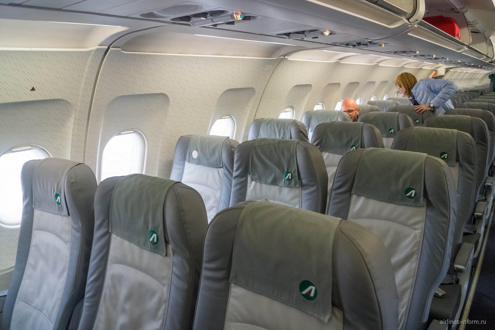 Салон самолета Airbus A321 авиакомпании Alitalia