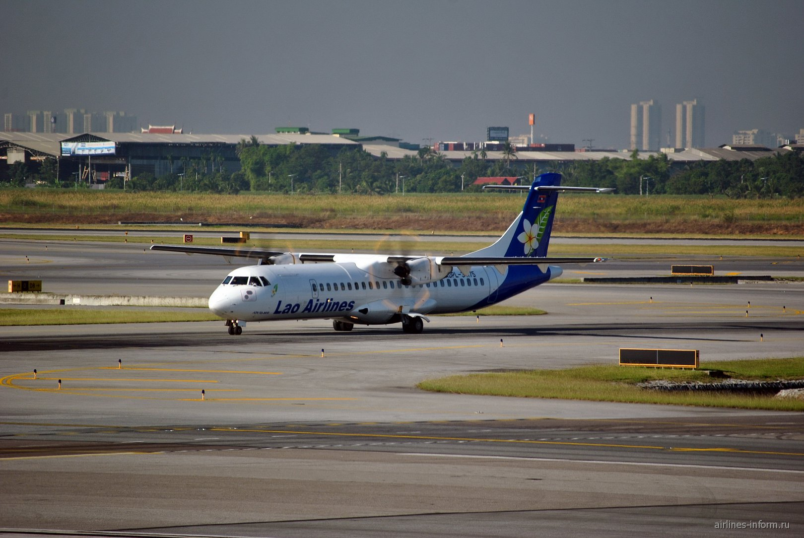 ������� ATR 72 ������������ Lao Airlines � ��������� ������� �����������