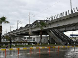 Остановка городского трамвая в аэропорту Анталья