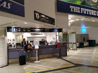 Стойка информации в терминале 4 аэропорта Стокгольм Арланда