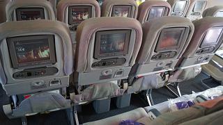 Кресла экономического класса в самолете Airbus A340-500 авиакомпании Emirates