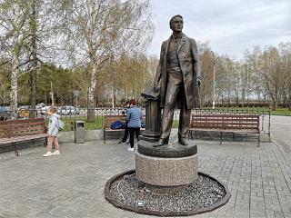 Monument to historiographer Karamzin at Ulyanovsk airport