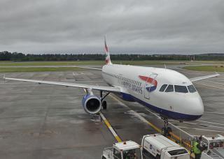 Самолет Airbus A320 Британских авиалиний в аэропорту Эдинбурга