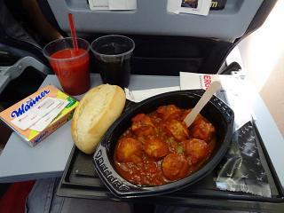 Блюдо Currywurst - платное бортпитание на рейсе авиакомпании airberlin