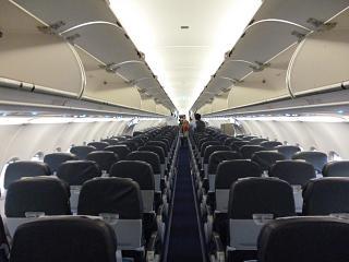 Салон самолета Airbus A321 авиакомпании Air Astana