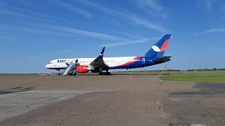 Боинг-757-200 авиакомпании Azur Air в аэропорту Благовещенска