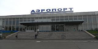 The entrance to the terminal of the airport of Bratsk