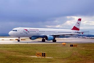 Airbus A321 Австрийских авиалиний в аэропорту Вены