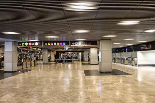 В терминале Т2 аэропорта Мадрид Барахас