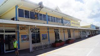 Зал прилета аэропорта Маэ со стороны перрона
