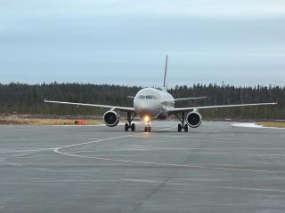Самолет Airbus A319 VQ-BCO Аэрофлота в аэропорту Мурманска