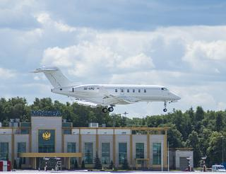 Business jet Bombardier Challenger 300 reg. OE-HPG landing at Vnukovo airport