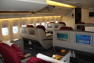 Салон бизнес-класса самолета Боинг-777-300 Катарских авиалиний