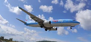 Посадка Боинга-737-800 авиакомпании TUIfly в аэропорту Скиатос