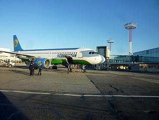 Airbus A320 Узбекских авиалиний в аэропорта Ташкента