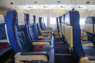 Пассажирский салон самолета Боинг-767-300 авиакомпании