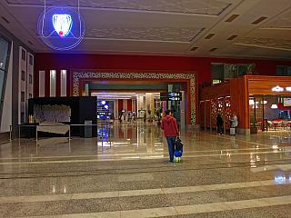 В пассажирском терминале аэропорта Фес-Саи