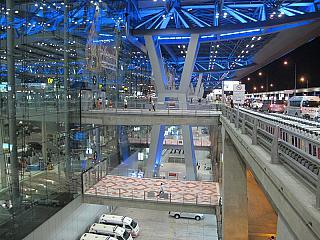 The entrance to the airport is Bangkok Suvarnabhumi