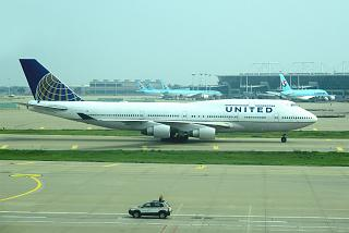 Boeing-747-400 United airlines at the airport Seoul Incheon