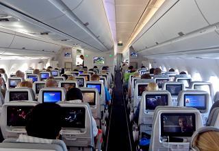 Пассажирский салон в самолете Airbus A350-900 авиакомпании Finnair