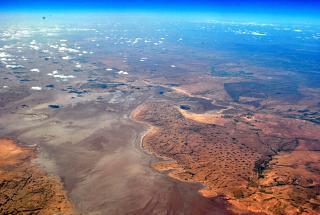 В полете над Алжиром - солёное озеро Шотт-Шерги