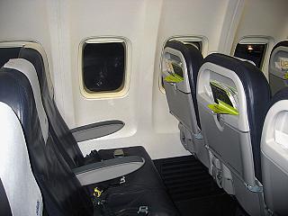 Кресла экономического класса в самолете Боинг-737-300 авиакомпании airBaltic