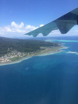 Вид на маленький аэропорт Раиатеа во Французской Полинезии