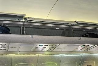 Багажные полки в самолете Ту-154М