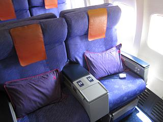Business class in the Boeing-737-800 Hong Kong airlines