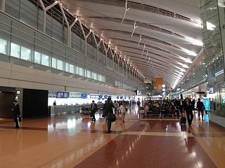 В терминале 2 аэропорта Токио Ханеда