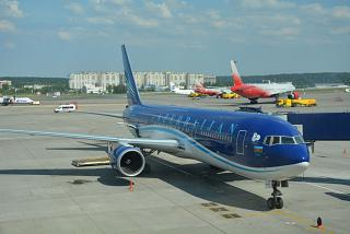 Боинг-767-300 Азербайджанских авиалиний в аэропорту Внуково