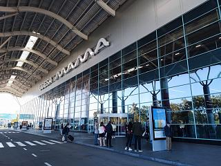 Вход в новый пассажирский терминал аэропорта Одесса