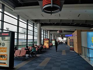 В зоне выходов на посадку в аэропорту Тбилиси Шота Руставели